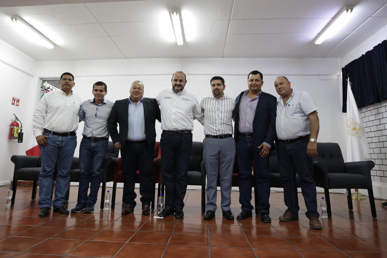 Autoridades universitarias toman protesta a los directores de las Preparatorias Regional de Casimiro Castillo, licenciado Álvaro Ocampo Carrasco y Regional de Cihuatlán, ingeniero Agustín Horacio Gallardo Quintanilla, para el periodo 2019-2022