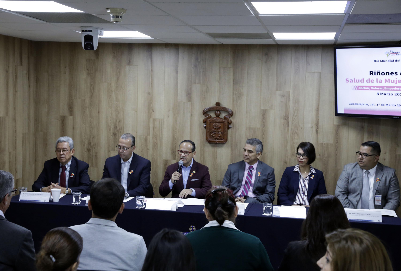 Doctor Hector Raul Perez Gomez, haciendo uso de la palabra en rueda de prensa para anunciar las actividades con motivo del Día Mundial del Riñón 2018