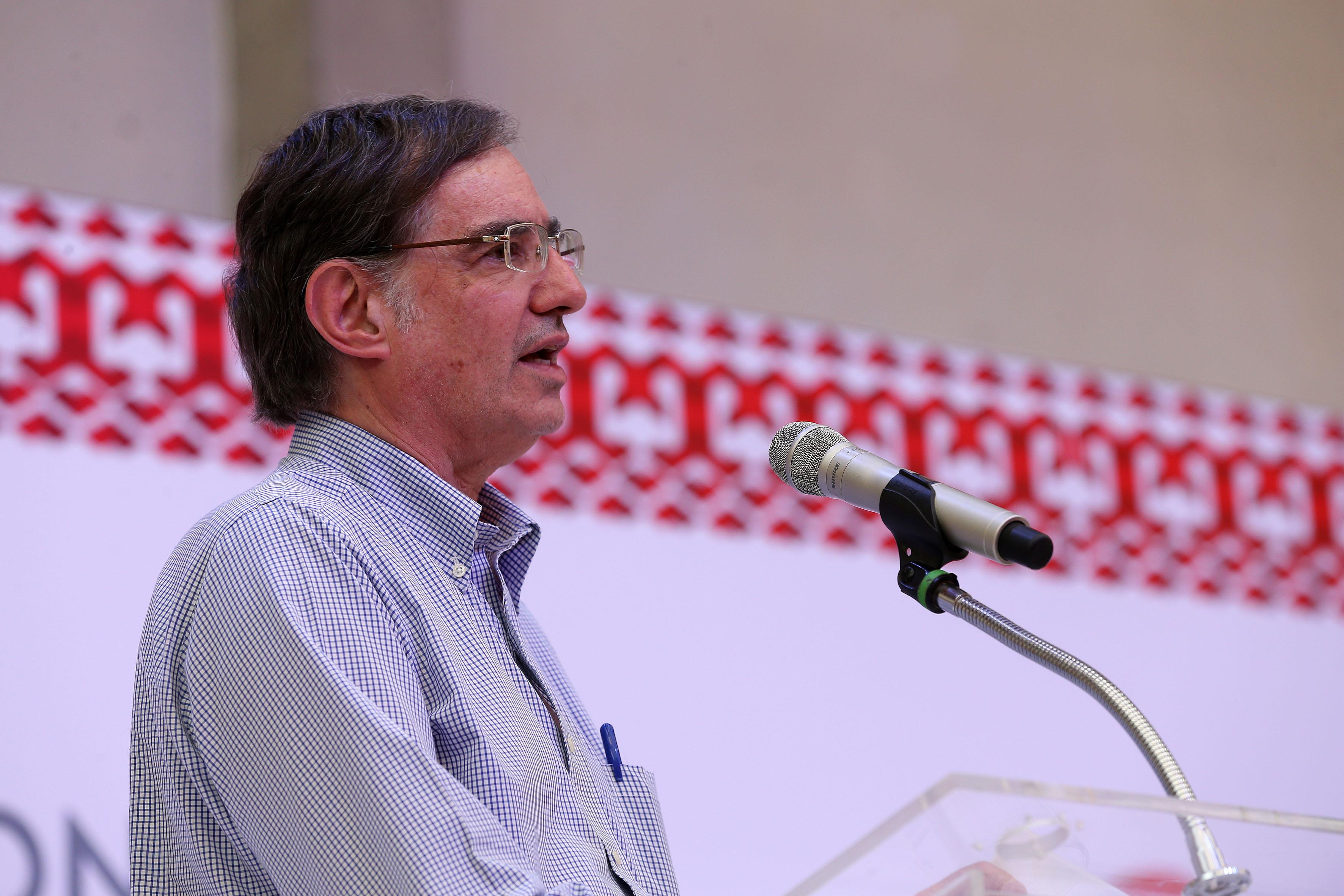 Dr, José Woldenberg Karakowsky, impartiendo conferencia en el Congreso Estatal de la Federación de Estudiantes