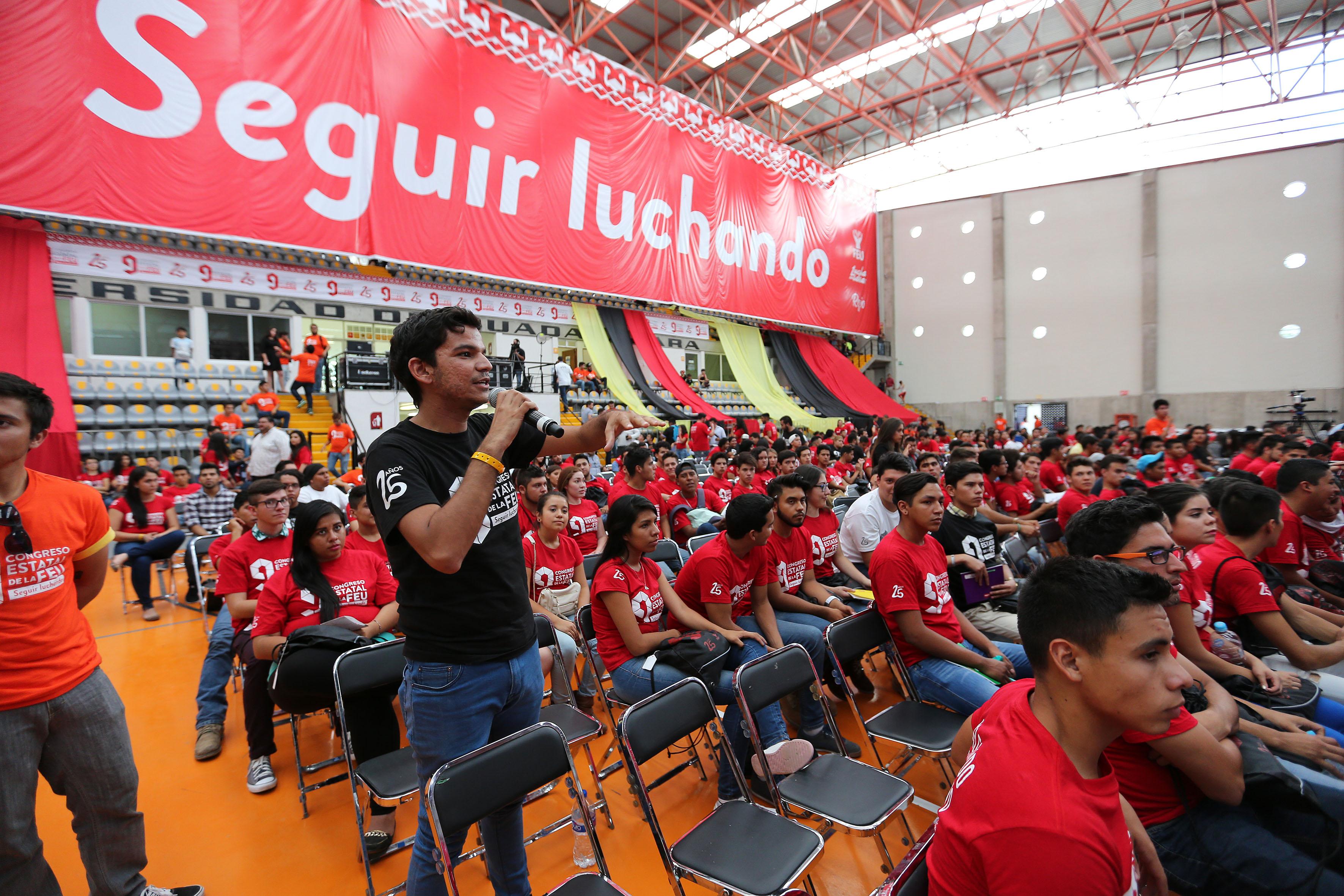 Publico asistente a la conferencia en el Congreso Estatal de la Federación de Estudiantes