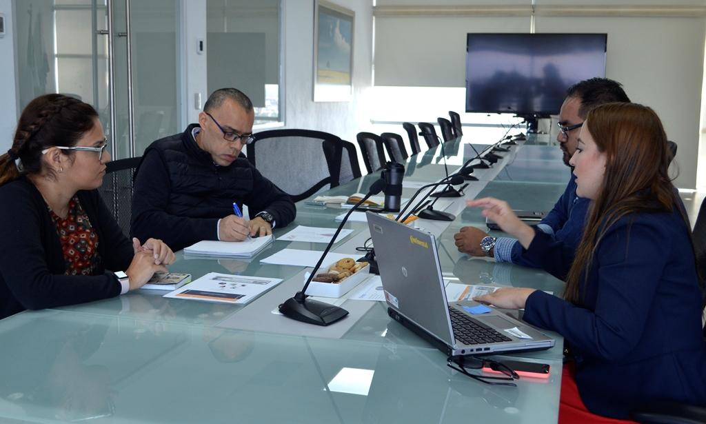 Reunión sostenida entre jefes de departamento del CUAAD, CUCEI y CUCEA, con representantes de la empresa Continental Automotive Guadalajara.