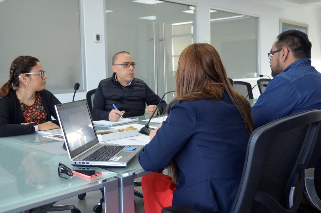 Sergio de Jesús Pucheta Lozano, coordinador de Talleres de Innovación de Continental Automotive Guadalajara, haciendo uso de la palabra.