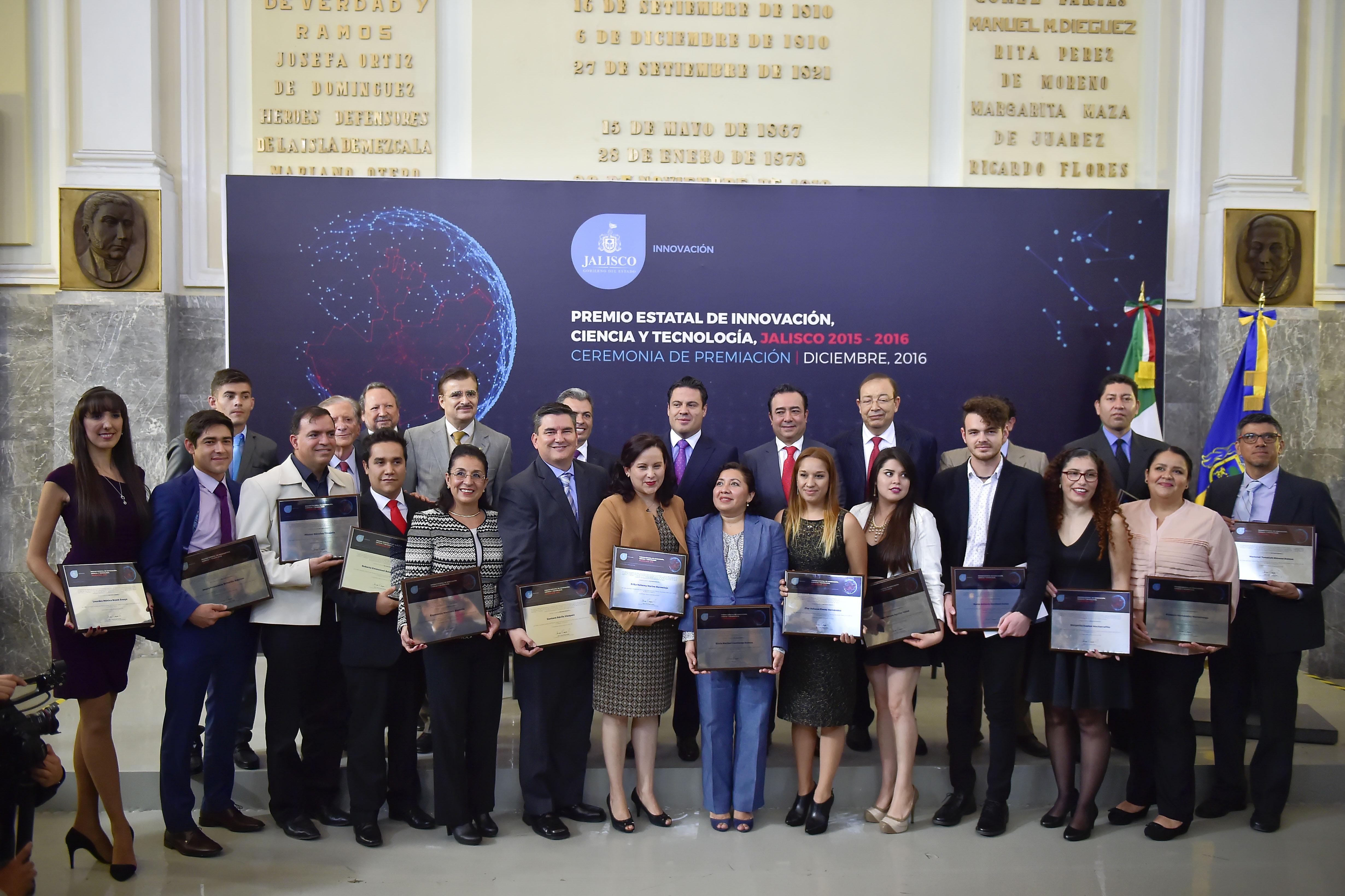 Miembros de la Universidad de Guadalajara (UdeG) que fueron reconocidos por el gobierno de Jalisco a través de la Secretaría de Innovación, Ciencia y Tecnología, con el Premio Estatal de Innovación, Ciencia y Tecnología en su edición 2015-2016.