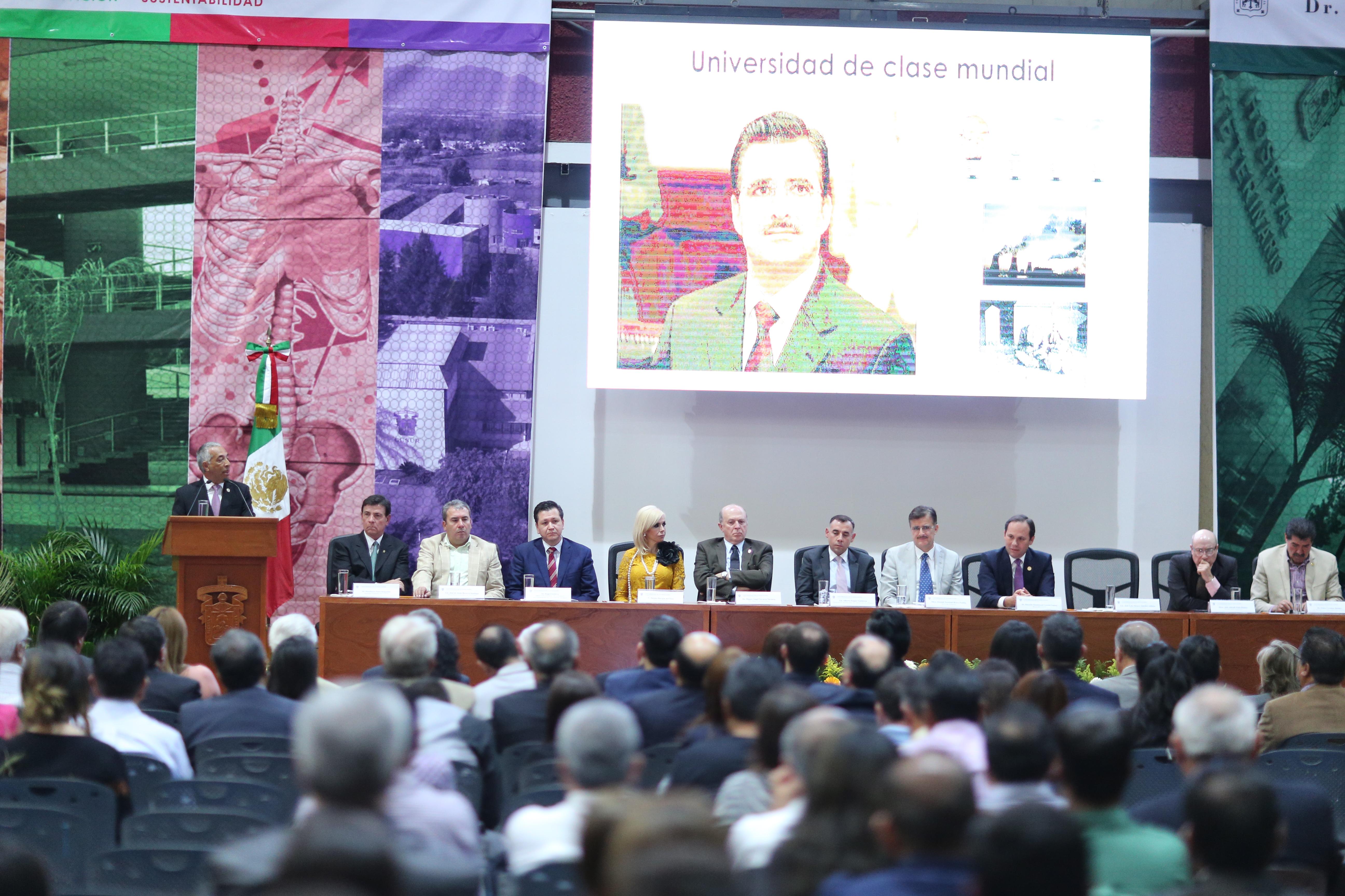 Dr. Ricardo Xicoténcatl García Cauzor, al rendir su informe de actividades 2016