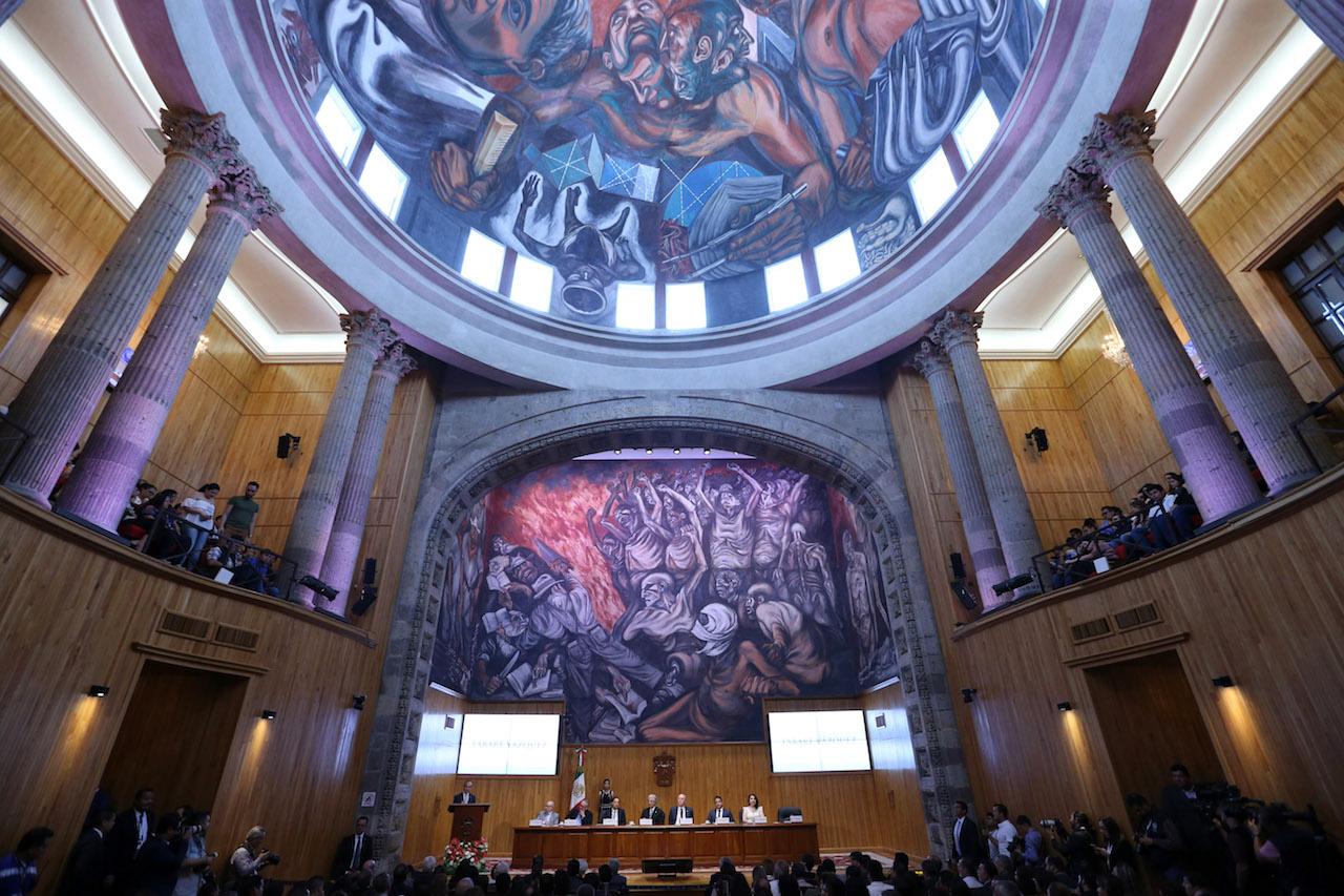 Vista panoramica del paraninfo durante la ceremonia de entrega del Honoris Causa al doctor Tabare Ramon Vazquez
