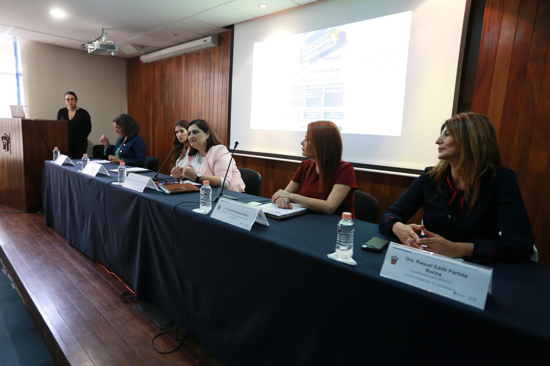 Investigadoras en mesa de discusión inaugural del congreso, organizado por el Centro Universitario de Ciencias Sociales y Humanidades (CUCSH)