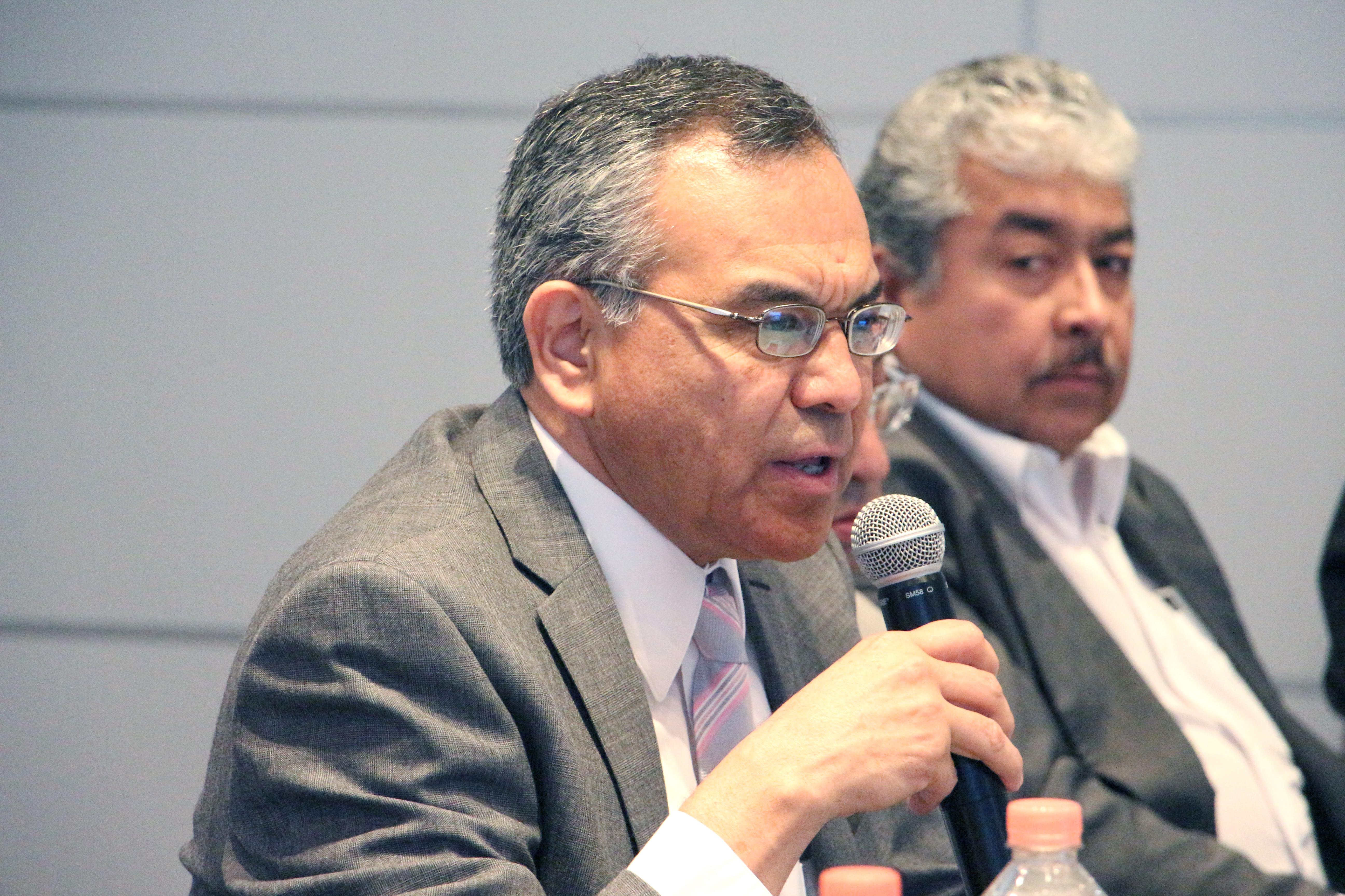 Dr. Adrián de León Arias, profesor investigador, actual director de la División de Gestión Empresarial del CUCEA.