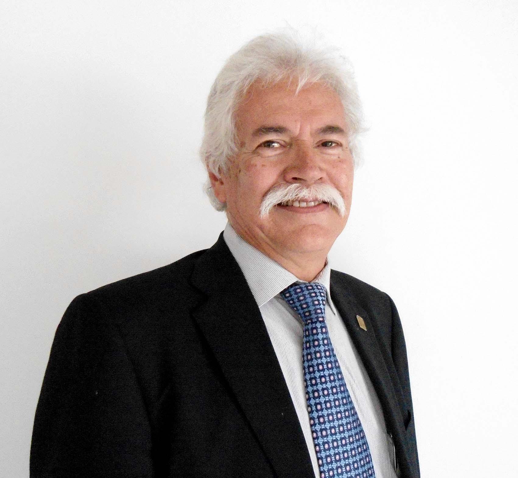 Ángel Guillermo Ruiz Moreno es doctor en Derecho del Trabajo y de la Seguridad Social, candidato a la Rectoría de CuTonalá