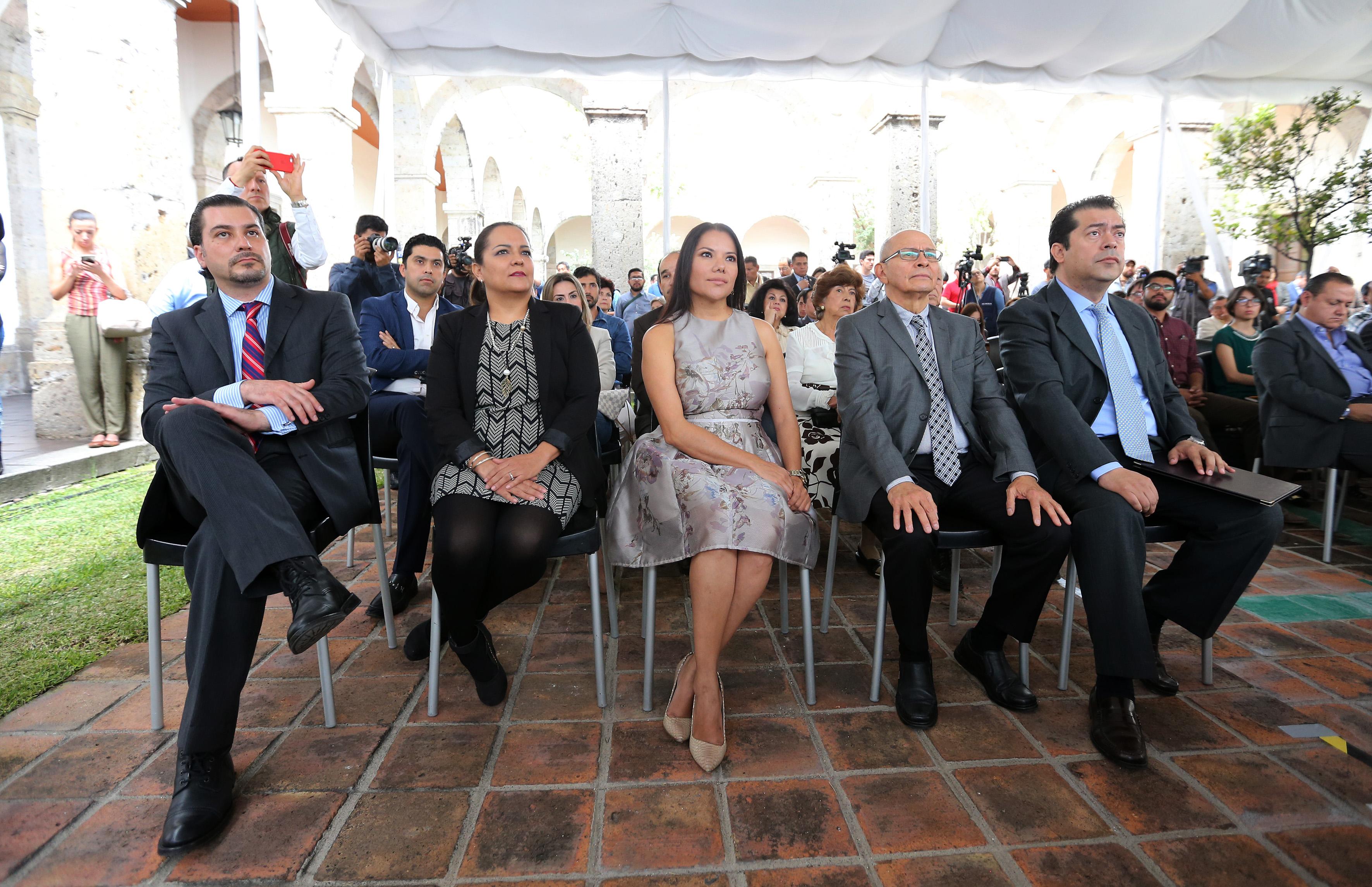 Integrantes del Comité de Participación Social del Sistema Estatal Anticorrupción, asistentes a la ceremonia de toma de protesta.