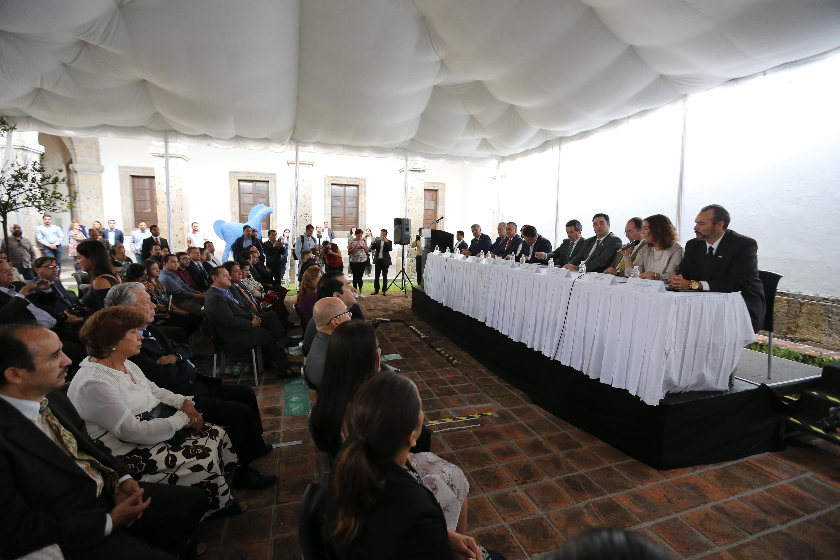 Ceremonia de toma de protesta, para los integrantes del Comité de Participación Social del Sistema Estatal Anticorrupción, en las instalaciones del Instituto Cultural Cabañas.