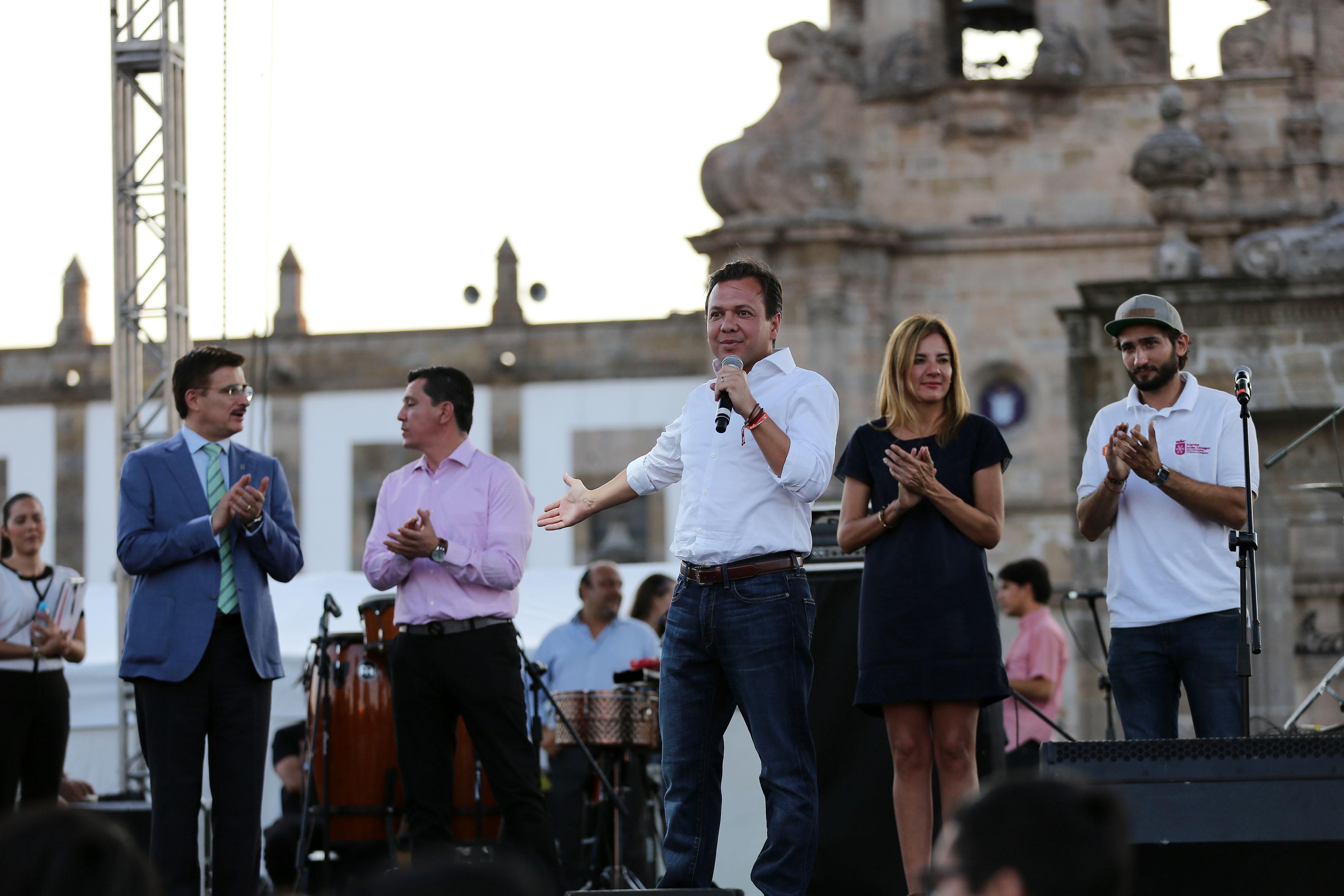Presidente municipal de Zapopan, licenciado Pablo Lemus Navarro haciendo uso de la palabra