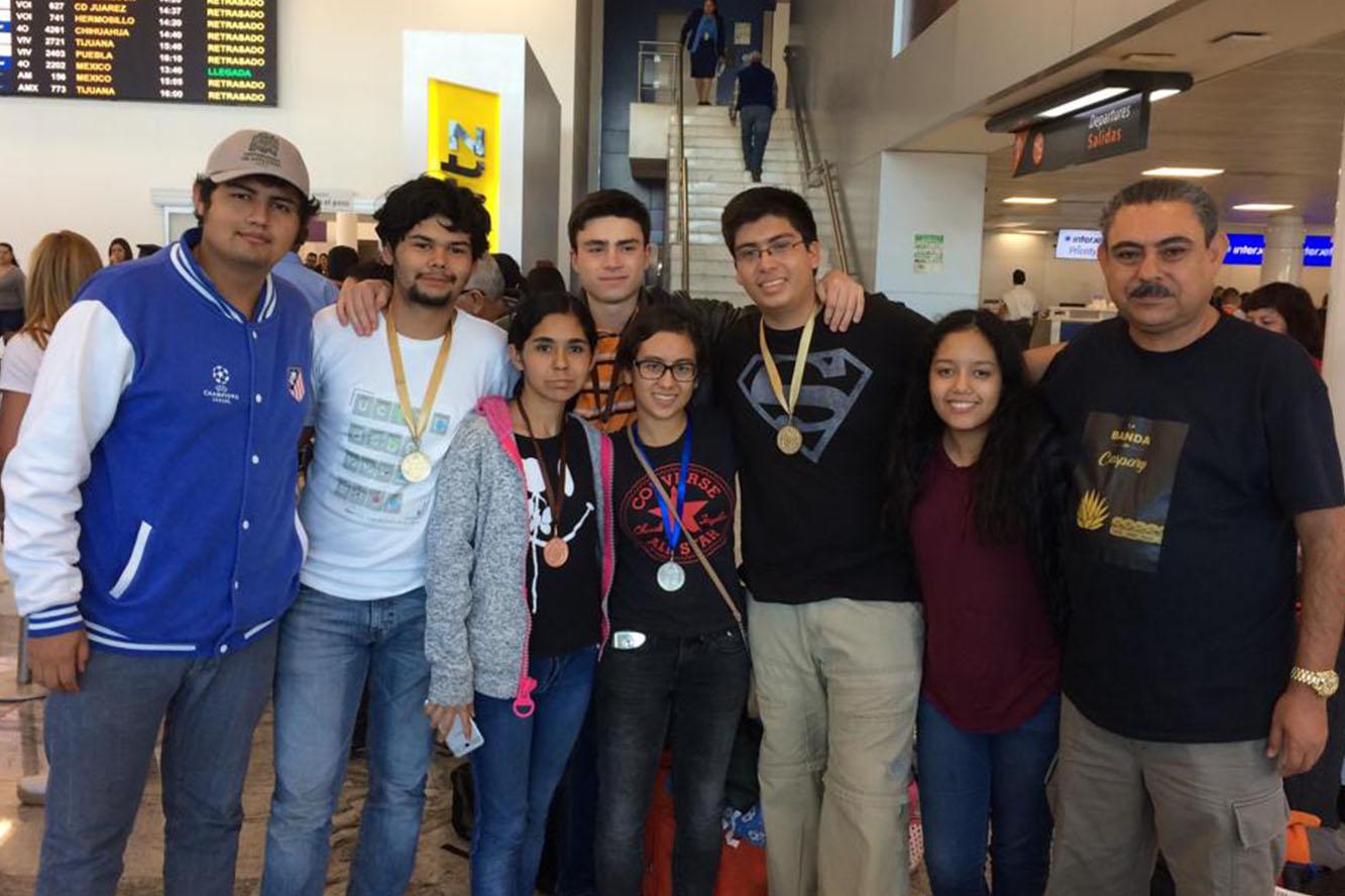 Estudiantes de la Universidad de Guadalajara que participaran en la Olimpiada Internacional de Biología y academico