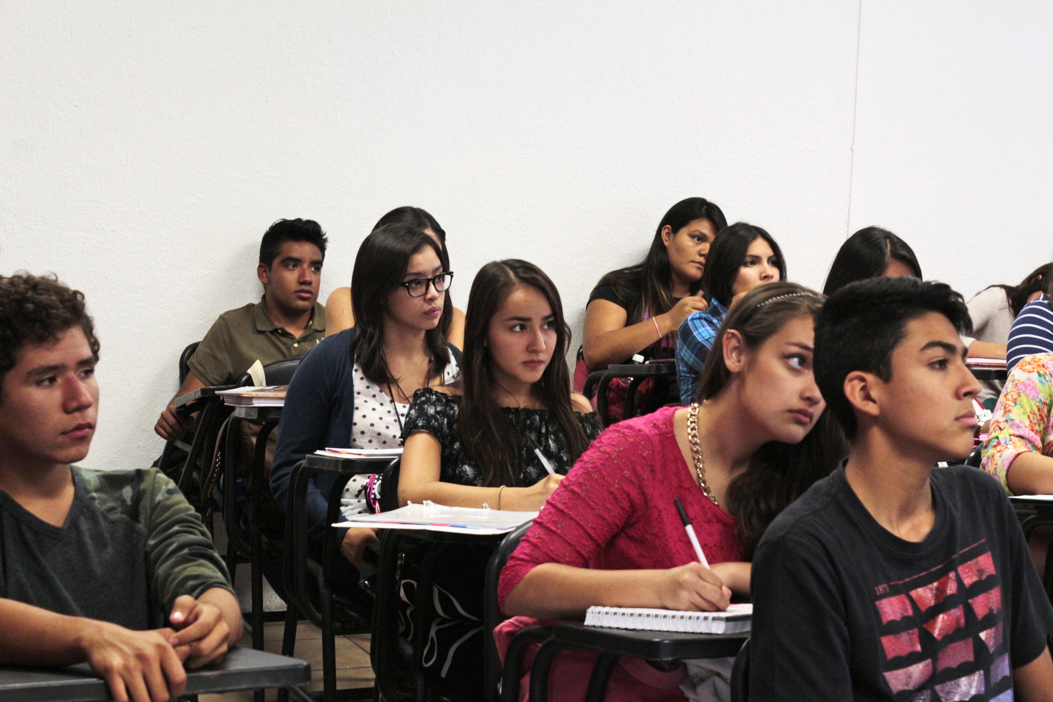 Alumnos  del SEMS en un aula escolar