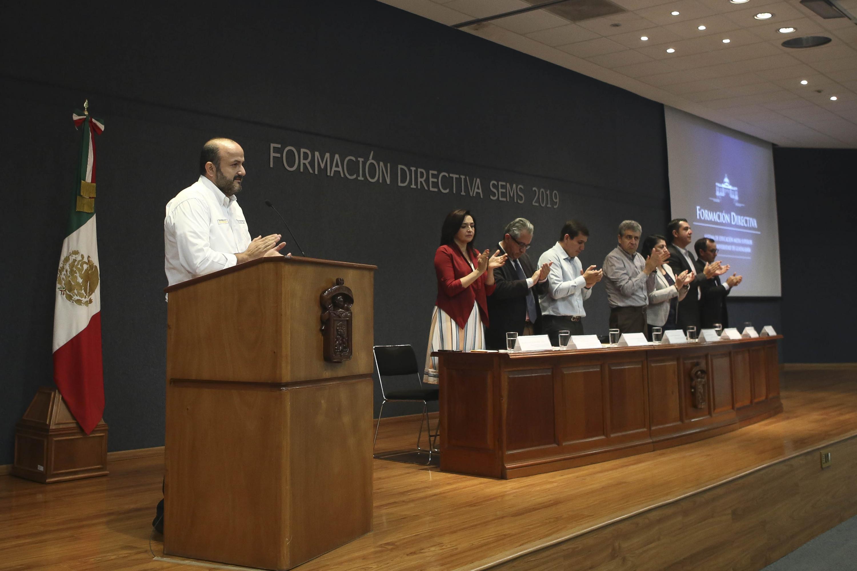 El Rector General de la Universidad de Guadalajara (UdeG), doctor Ricardo Villanueva Lomelí, Durante la ceremonia inaugural de Formación Directiva SEMS 2019