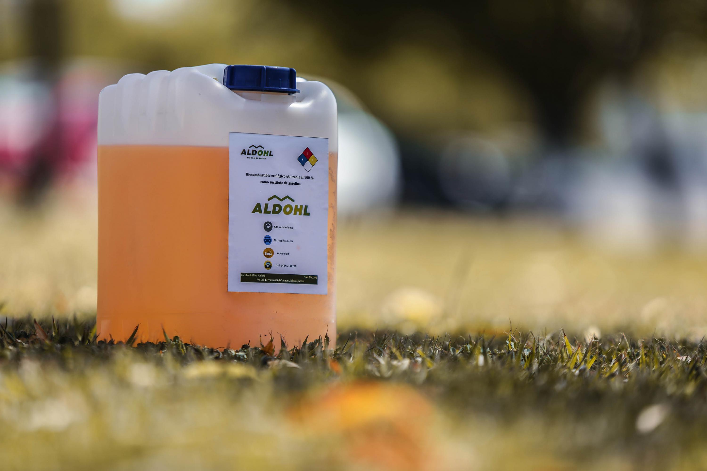 Bidón con biocombustible, desarrollado en el Centro Universitario de los Valles (CUValles)