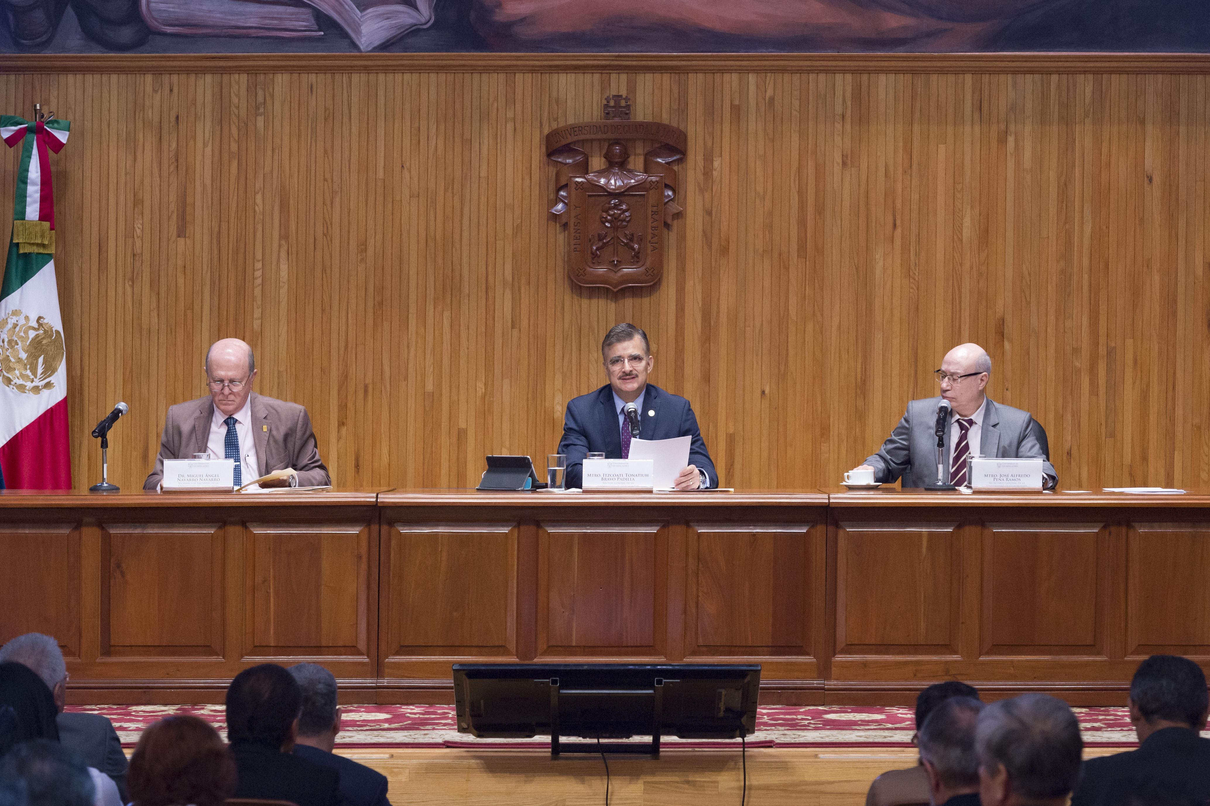 Sesión de Consejo General Universitario, vista al presidium.
