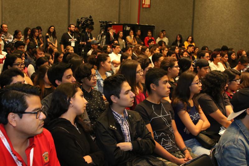 Jovenes asistentes a FIL Jovenes