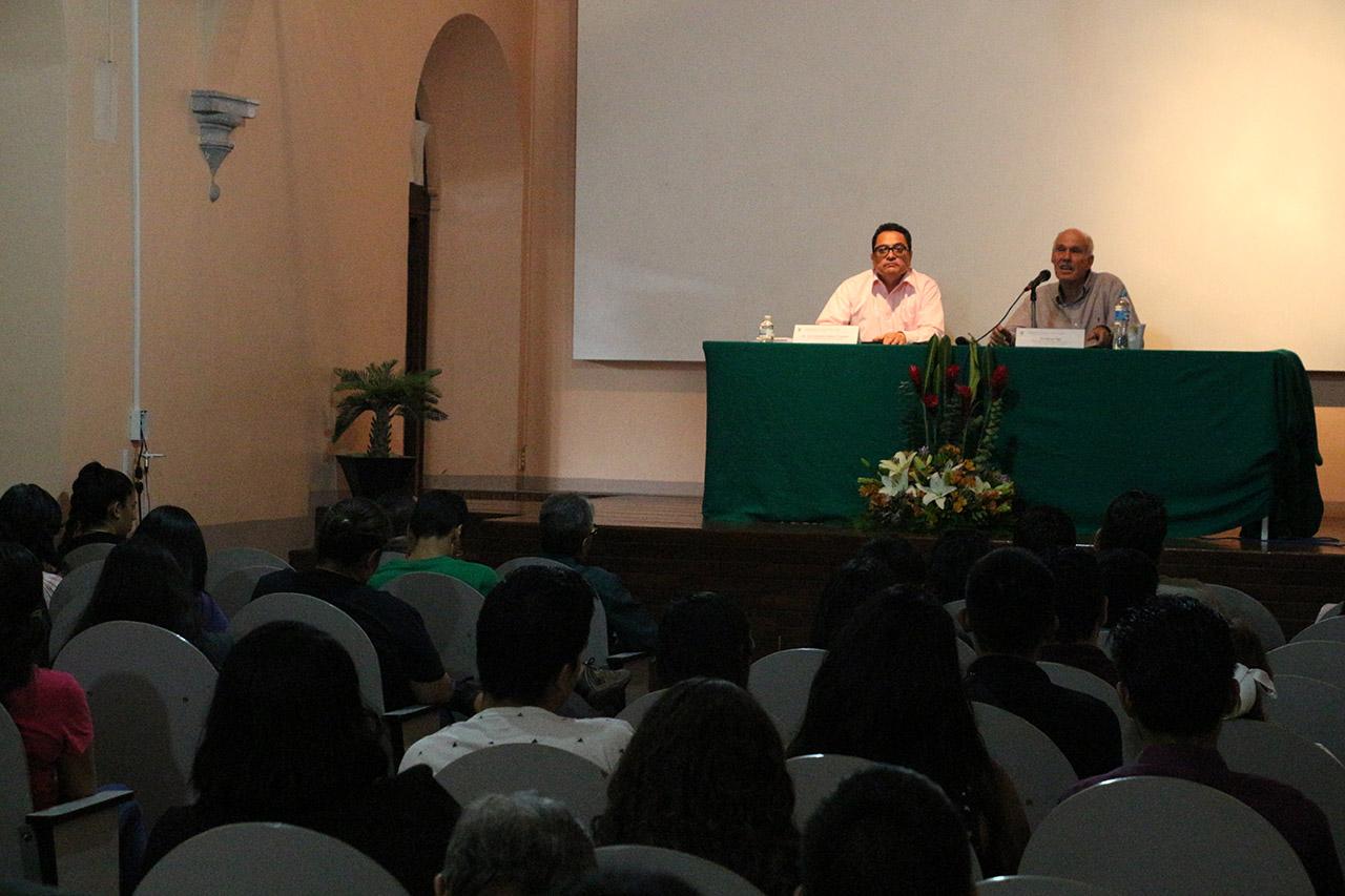 Público asistente a la conferencia magistral, en el marco del Homenaje Académico que brindó la Universidad de Guadalajara al escritor jalisciense, Juan Rulfo.