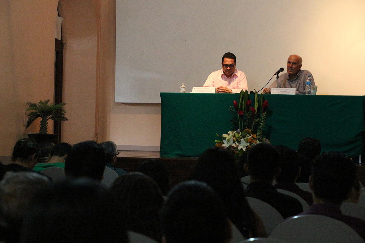 """Conferencia magistral """"Los modelos narrativos de Juan Rulfo"""", llevada a cabo en la Casa del Arte """"Vicente Preciado Zacarías"""" del recinto cultural del Centro Universitario del Sur (CUSur)."""