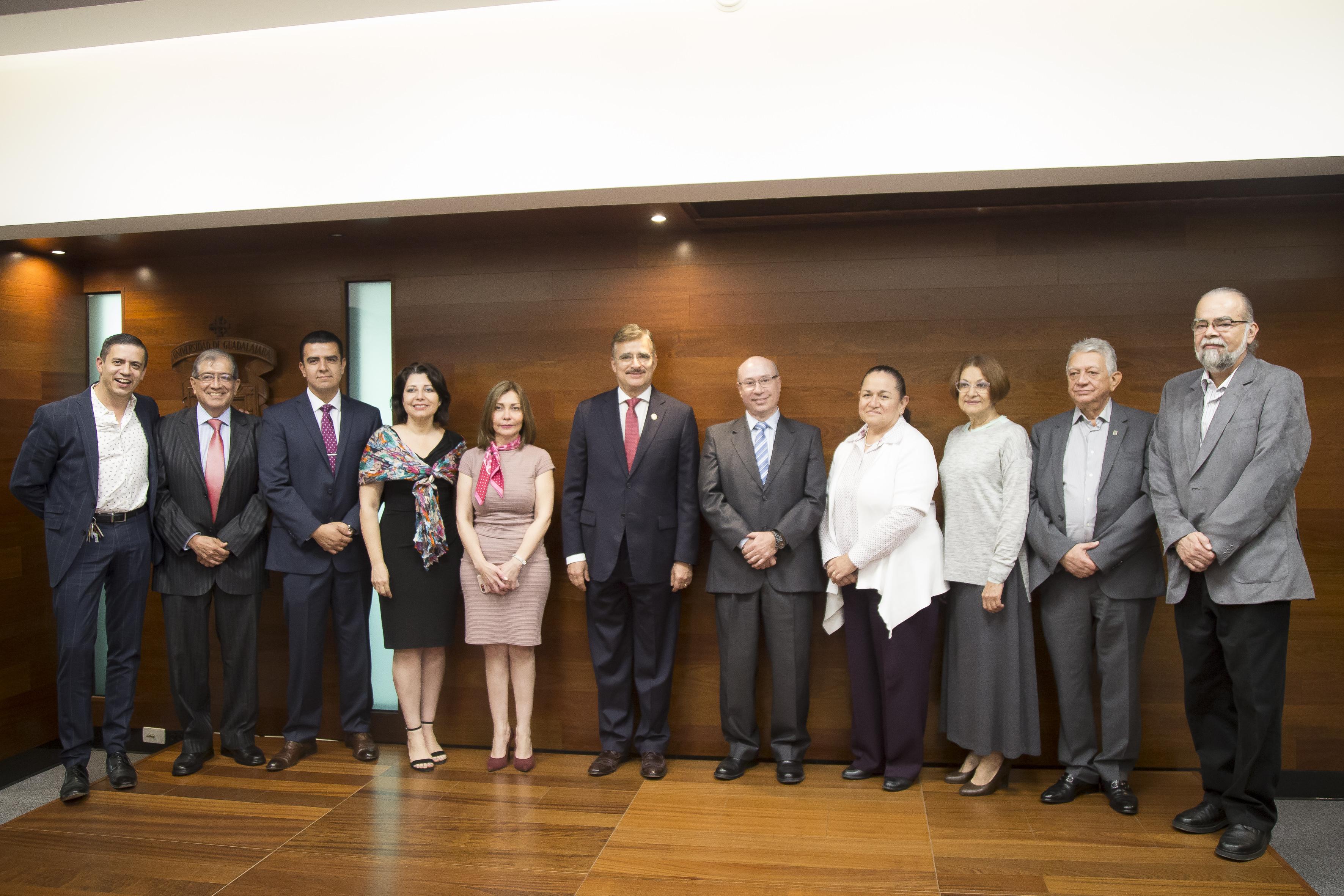 Rector General de la Universidad de Guadalajara (UdeG), maestro Itzcóatl Tonatiuh Bravo Padilla, tomó protesta a los integrantes de las comisiones del Consejo General Universitario (CGU), así como de los comités técnicos de apoyo para el periodo 2017-2018.