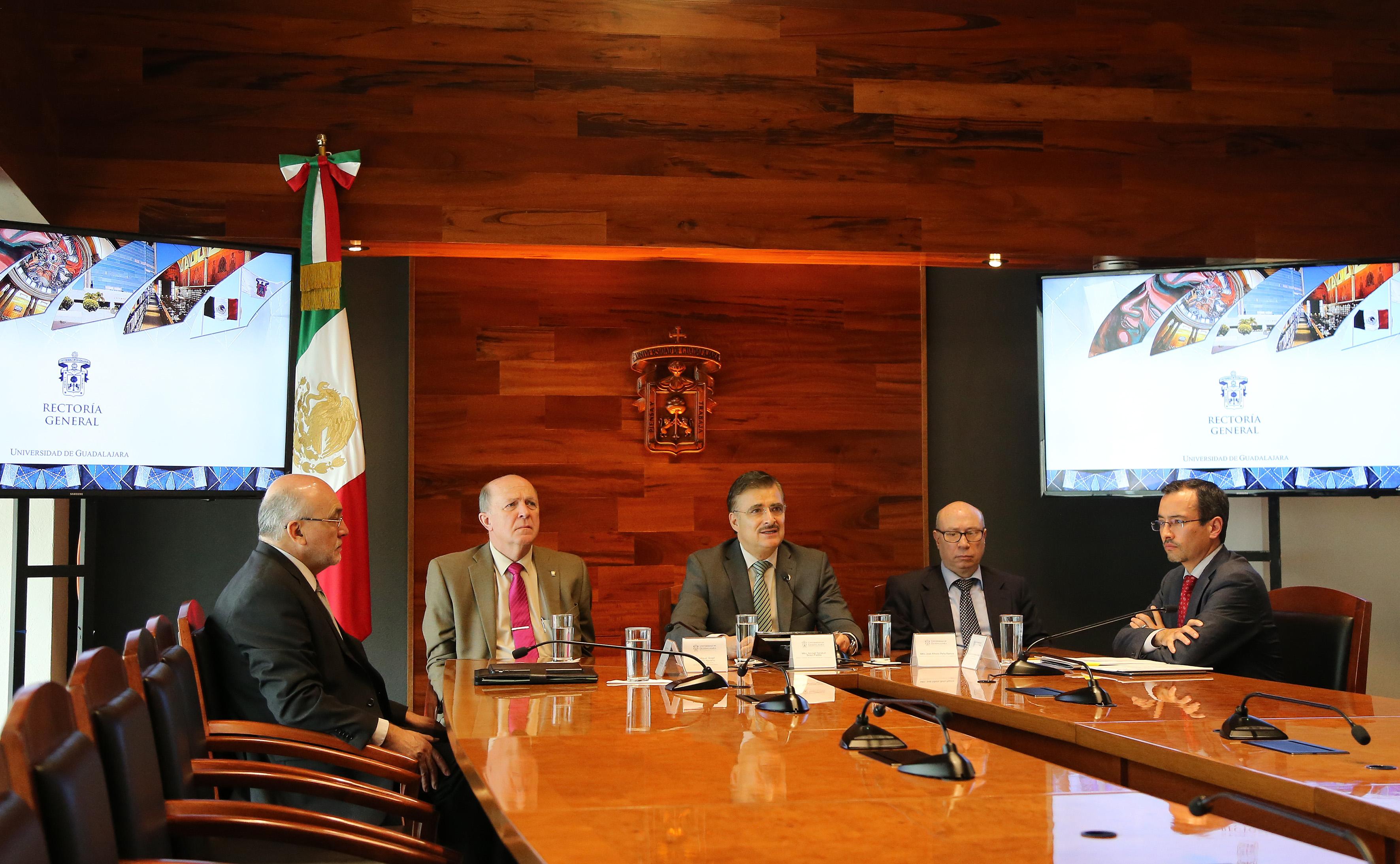 Rueda de prensa, sostenida por las máximas autoridades de la Universidad de Guadalajara para dar a conocer las acciones y avances que impulsa la institución para atender la posible deportación de los dreamers.