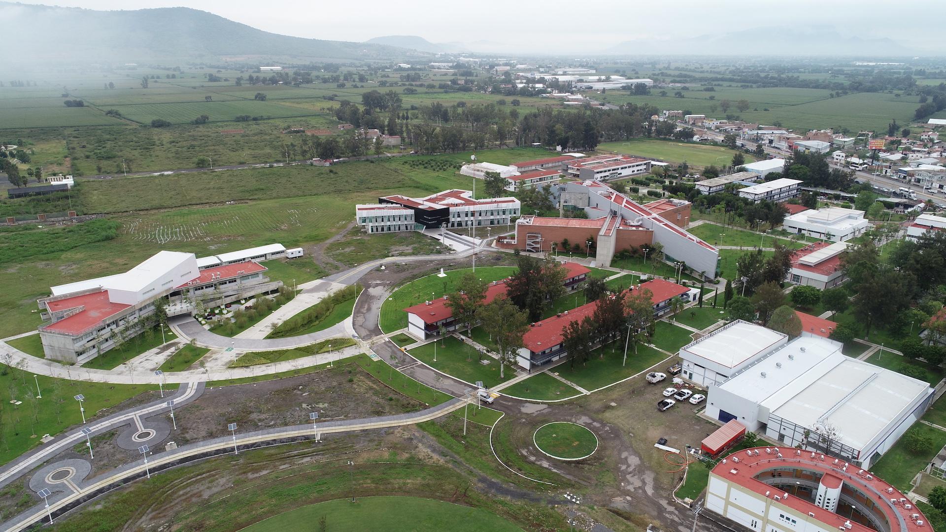 Toma aérea del Centro Universitario de la Ciénega (CUCiénega).