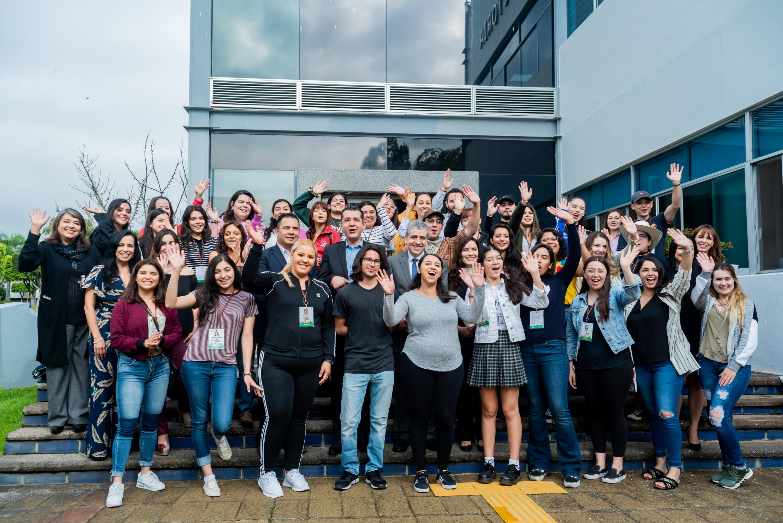 35 estudiantes universitarios mexicoamericanos que realizan una estancia de Inmersión Cultural y de Voluntariado en Guadalajara