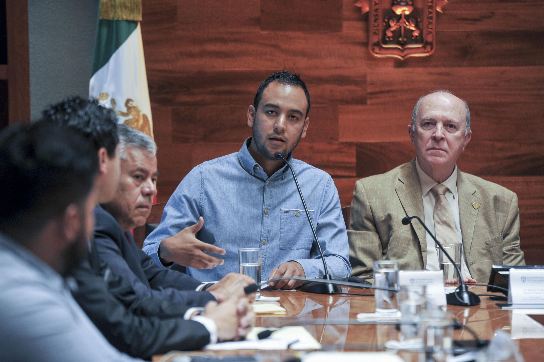 El Presidente de la FEU, Jesús Medina Varela, dando a conocer su punto de vista.