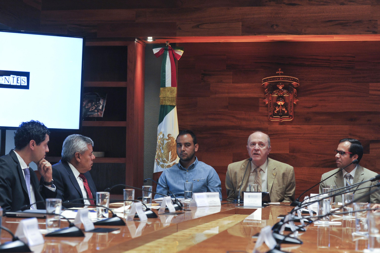 Dr. Miguel Angel Navarro navarro, actual Rector General de la Universidad de Guadalajara haciendo uso de la palabra.