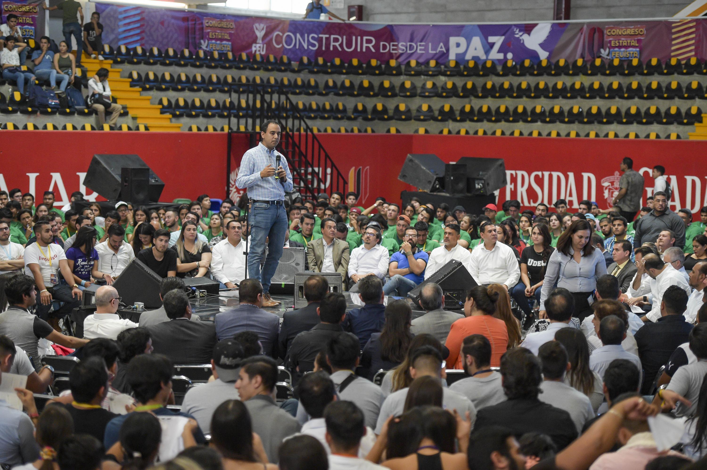 Presidente de la Federación de Estudiantes Universitarios (FEU), Jesús Arturo Medina Varela, en uso de la palabra