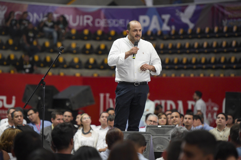 Rector General de la Universidad de Guadalajara (UdeG), doctor Ricardo Villanueva Lomelí, participando en el congreso