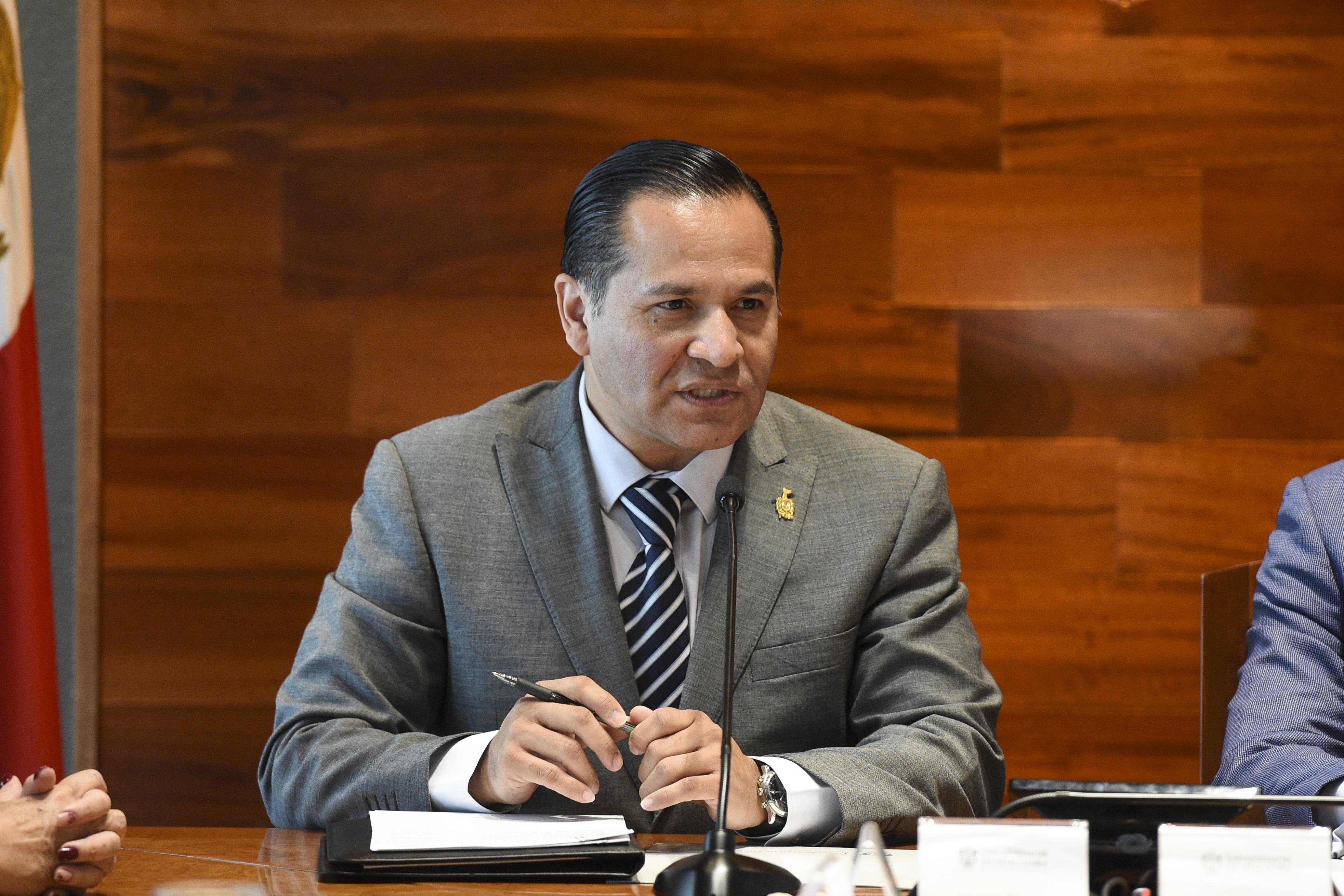 Fiscal General del Estado, licenciado Jesús Eduardo Almaguer Ramírez, haciendo uso de la palabra