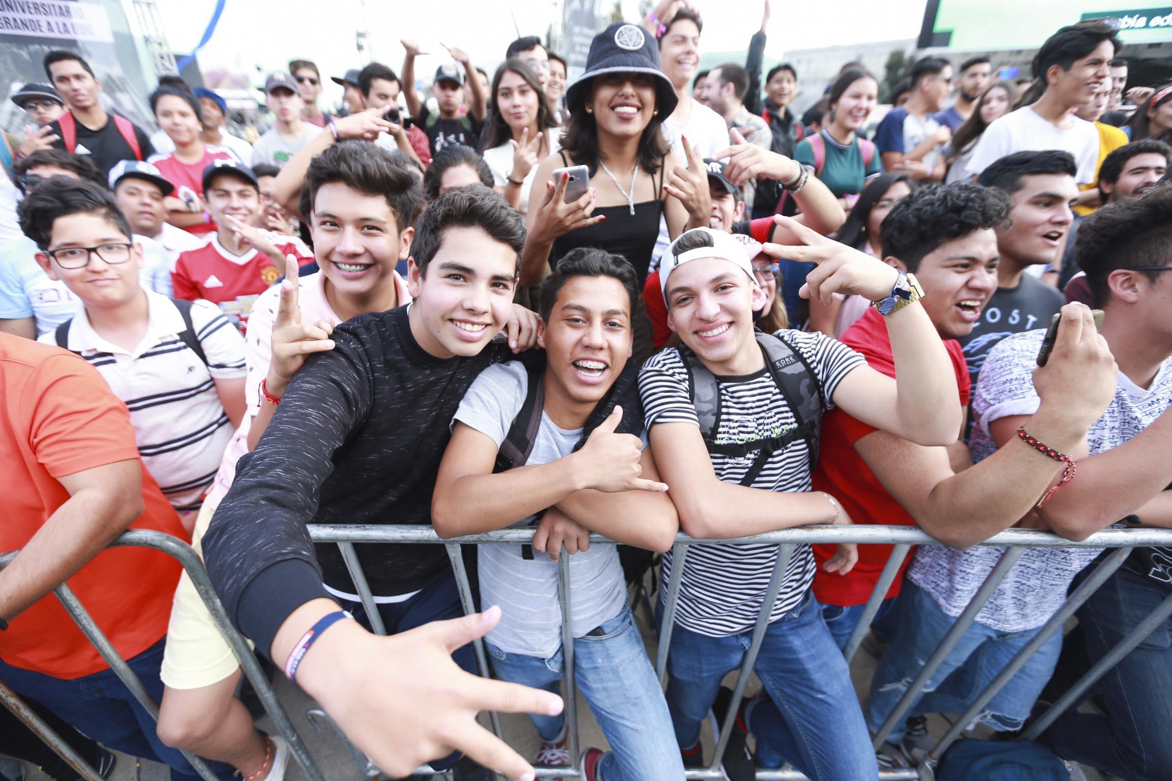 Estudiantes disfrutan del Festival Metropolitano en el CCU