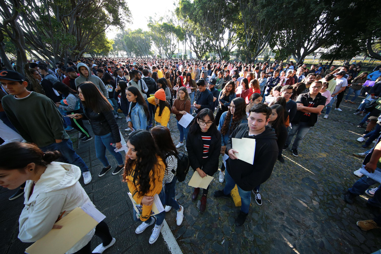 Aspirantes a licenciaturas llegan a las instalaciones de centros universitarios
