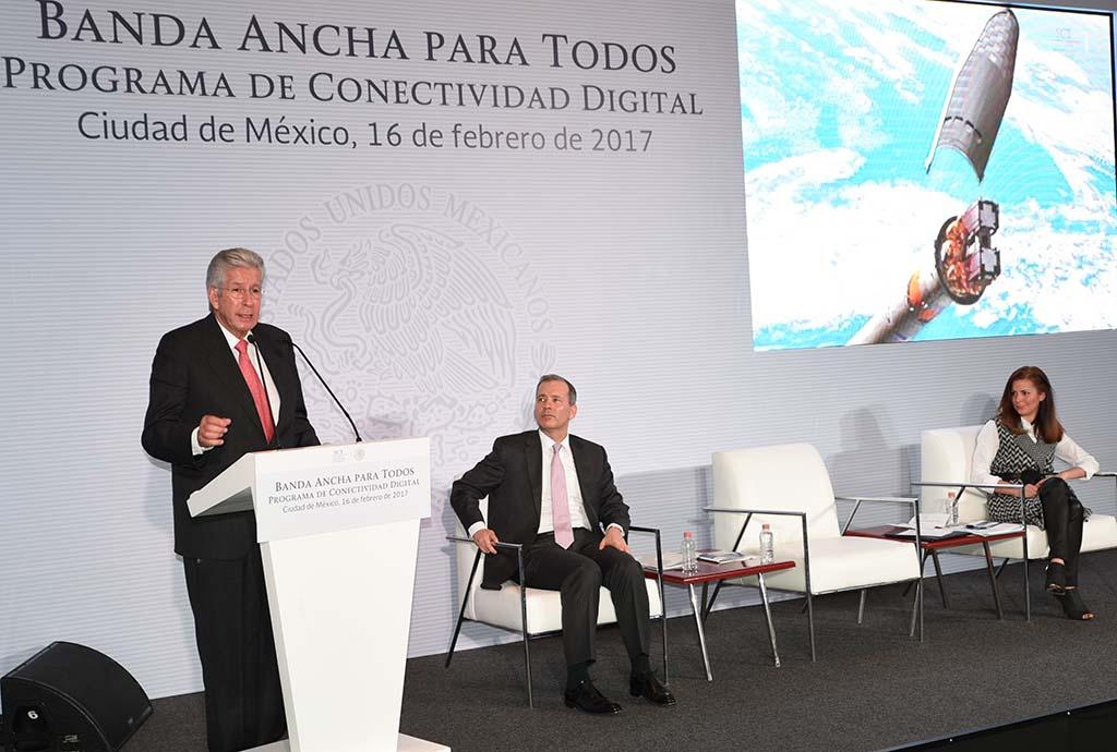 Secretario de la SCT, Gerardo Ruiz Esparza, presentando el Programa de conectividad digial