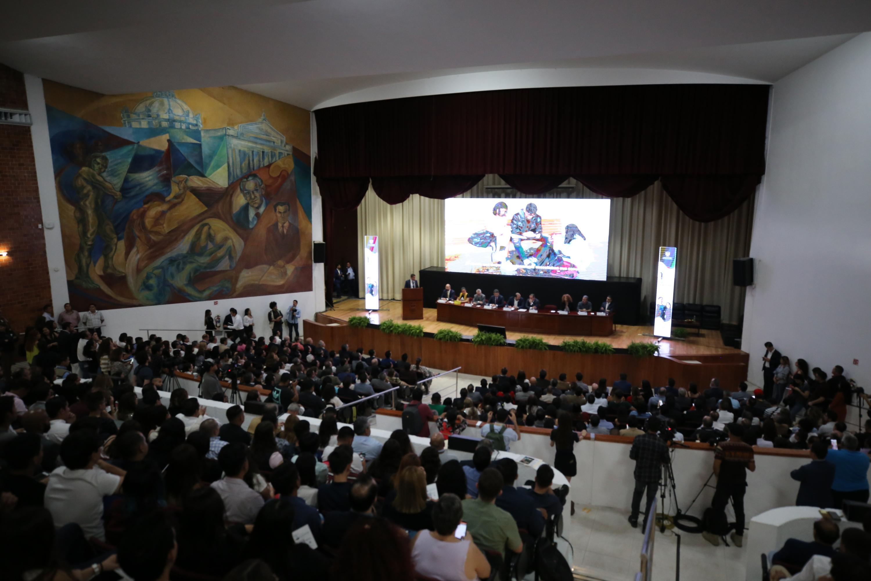 Una perspectiva del auditorio de la Preparatoria 5 donde el director del  SEMS brindo su primer informe de actividades.
