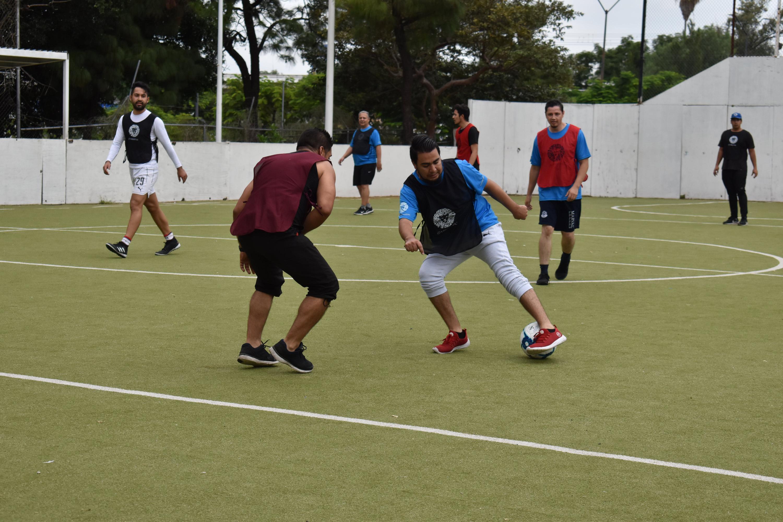En el marco de los 25 años de UDGVirtual, en la jornada deportiva, estudiantes juegan futbol