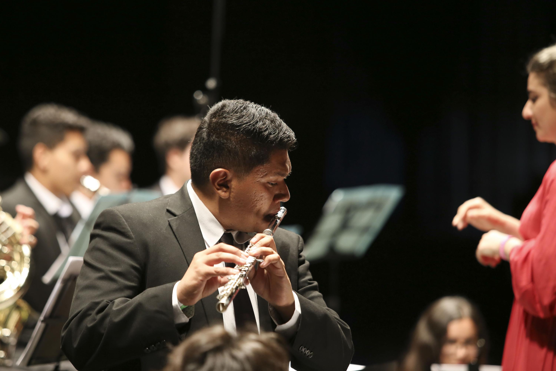 """La Orquesta Sinfónica de la Universidad de Guadalajara interpretó la pieza """"Jericó""""."""
