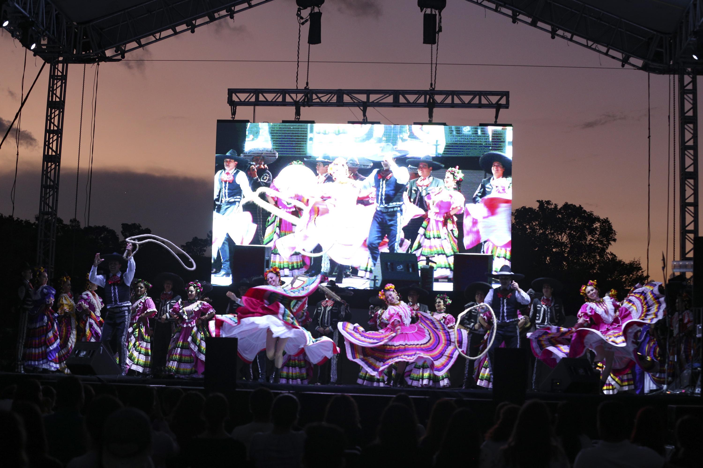 Concluye el Festival Regional de CUAltos, con el Ballet Folclórico, en el marco de los 25 años de la Red
