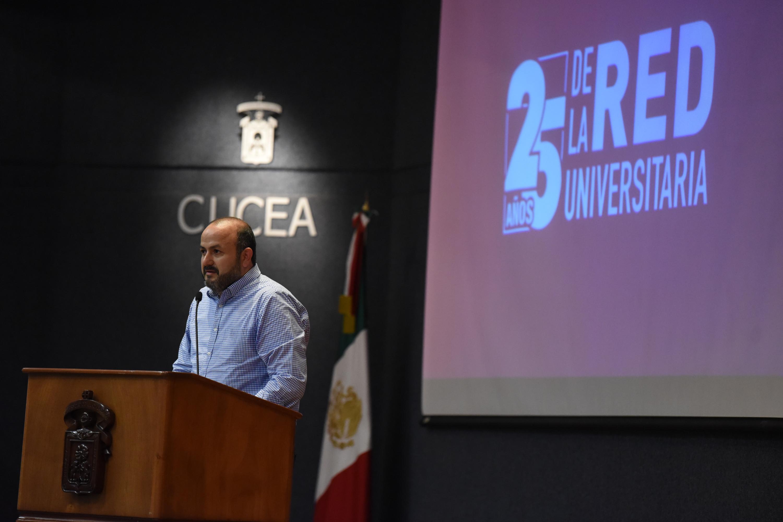 El doctor Ricardo Villanueva Lomelí durante su mensaje