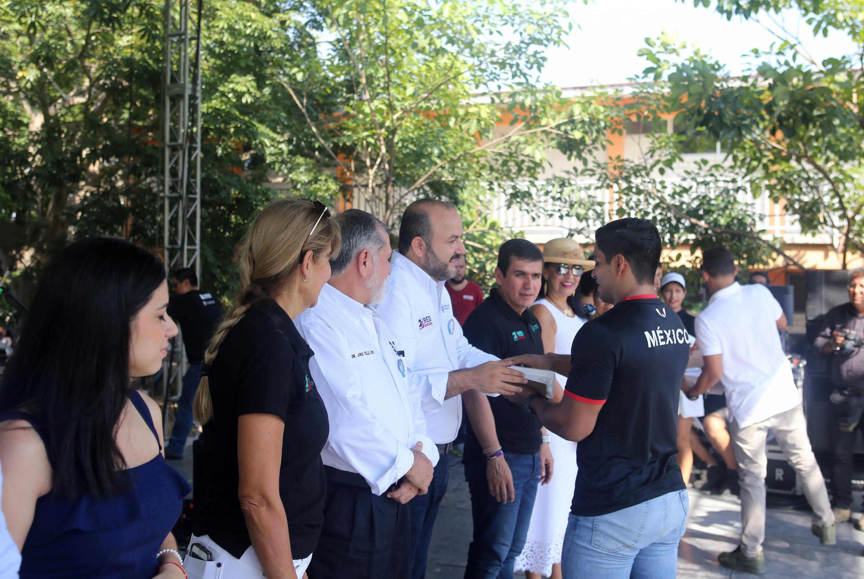 El Rector General entrega reconocimientos a deportistas del CUCosta