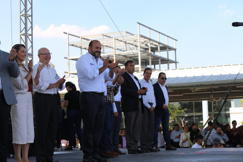 El Rector General, doctor Ricardo Villanueva Lomelí, lo acompaña el Rector de CUTonalá, maestro Alfredo Peña Ramos