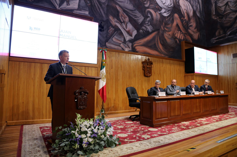 En su mensaje, el expresidente de Colombia, en el Paraninfo