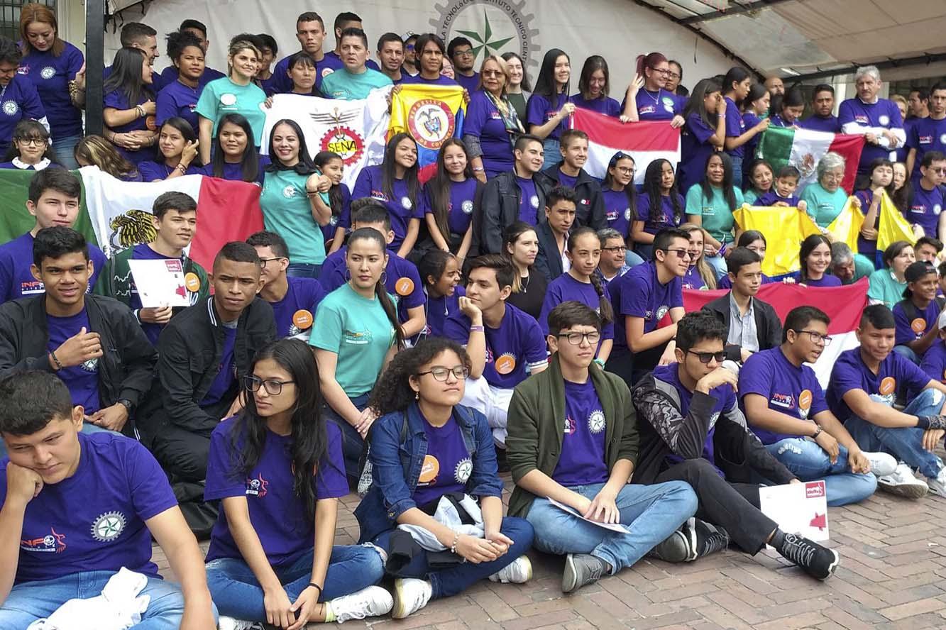 Aparecen todos los paticipantes de Infomatrix Sudamérica que se realizó en Colombia los primeros días de noviembre.