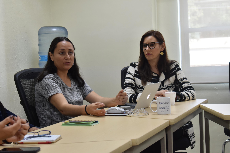 Dos estudiantes con Asperger charlan en un seminario