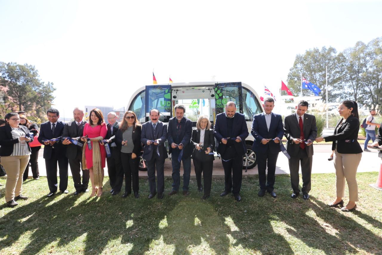 Autoridades universitarias inauguran el vehìculo autónomo