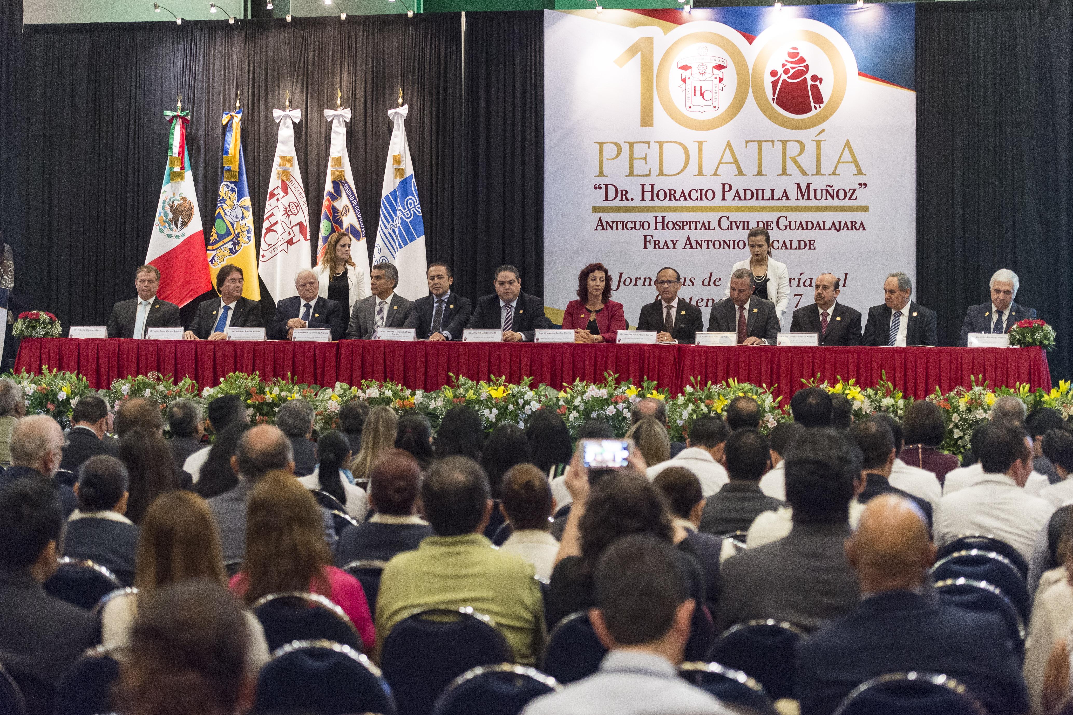 miembros de el presidium de la acreditacion internacional de especialidad en pediatria