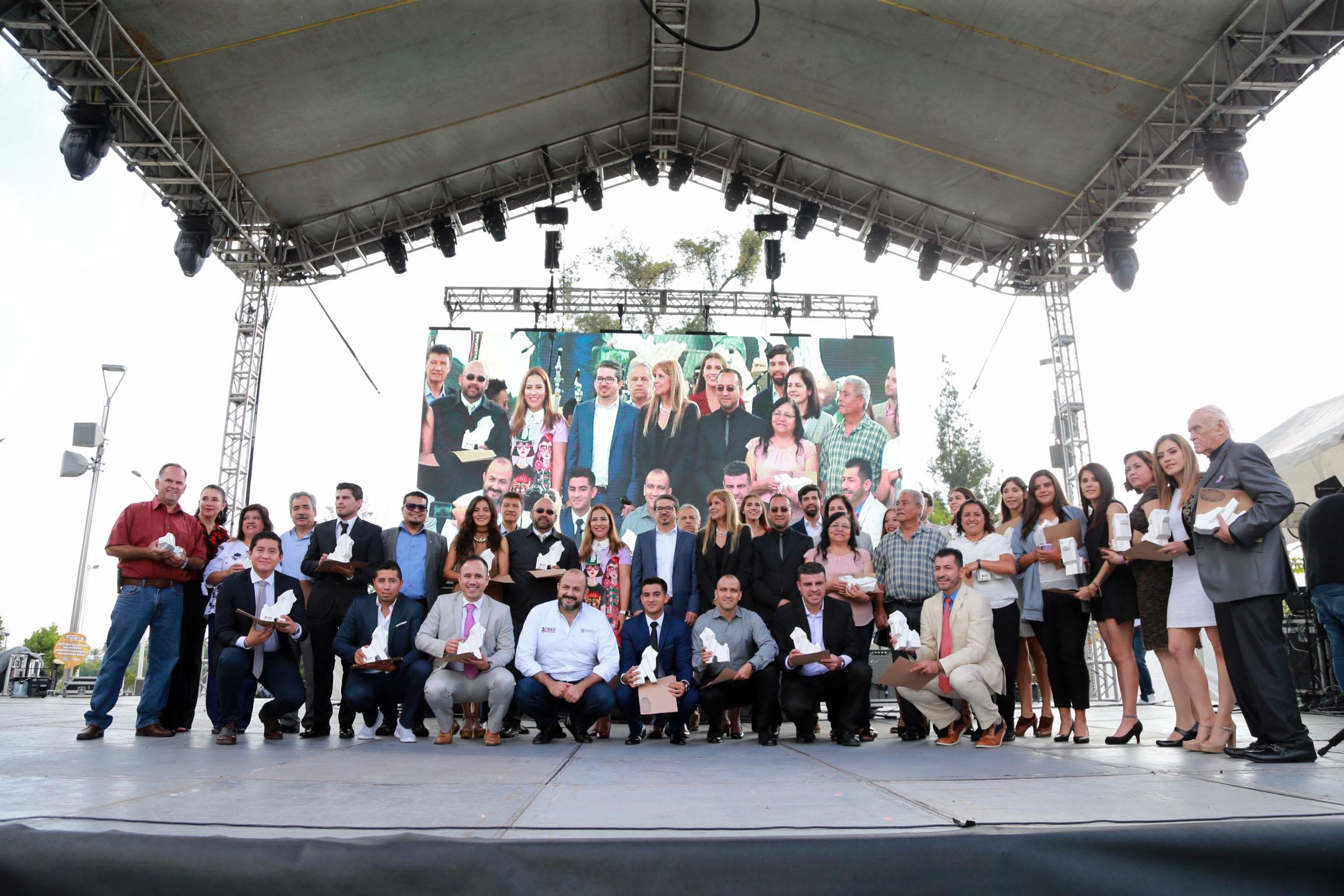 El Rector General, doctor Ricardo Villanueva Lomelí, durante el inicio de la fiesta que convocó a cientos de estudiantes y personal de distintos planteles del Área Metropolitana de Guadalajara (AMG)