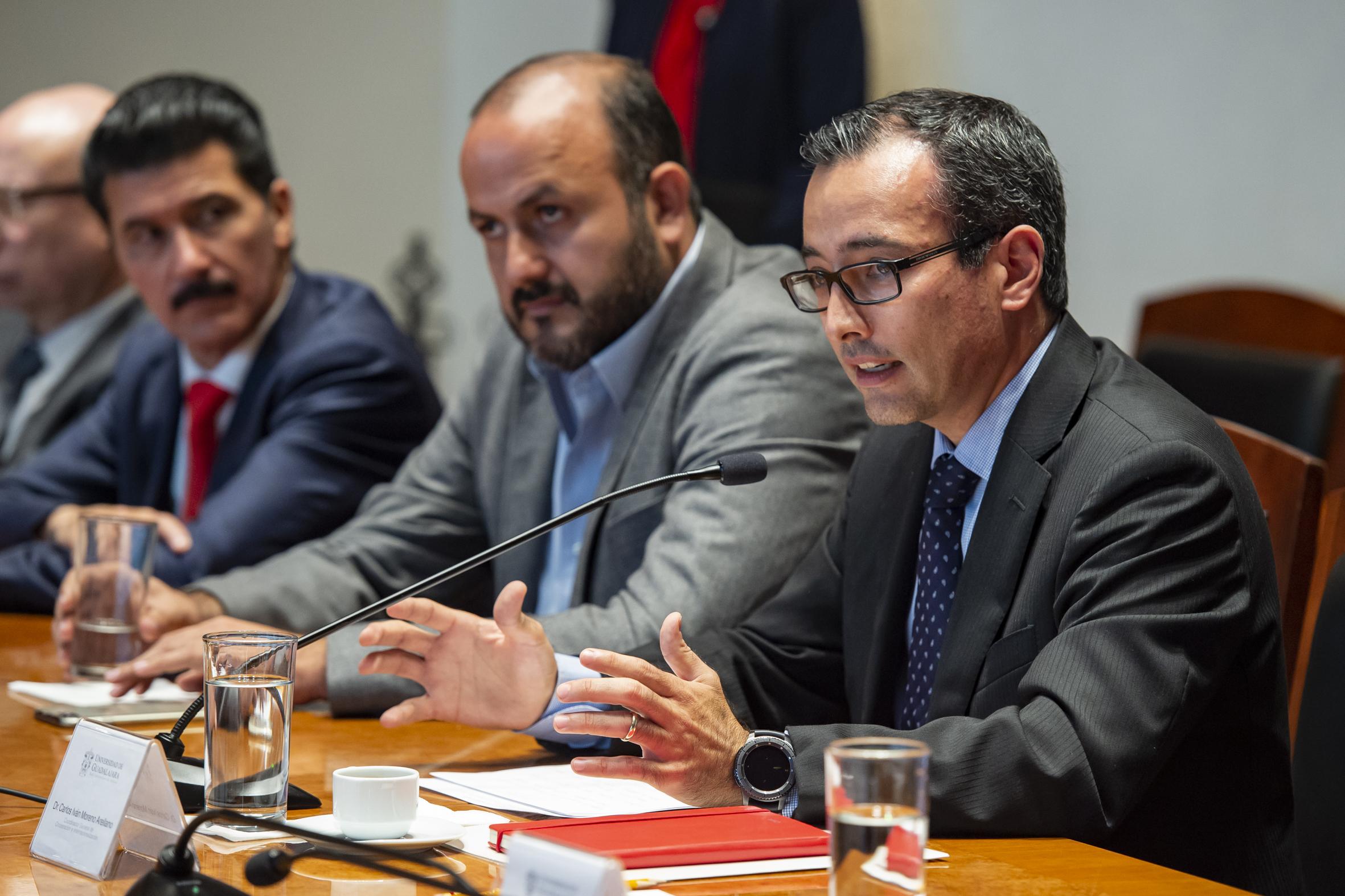 Coordinador General de Cooperación e Internacionalización de la UdeG, doctor Carlos Iván Moreno Arellano, haciendo uso de la palabra durante la firma del convenio