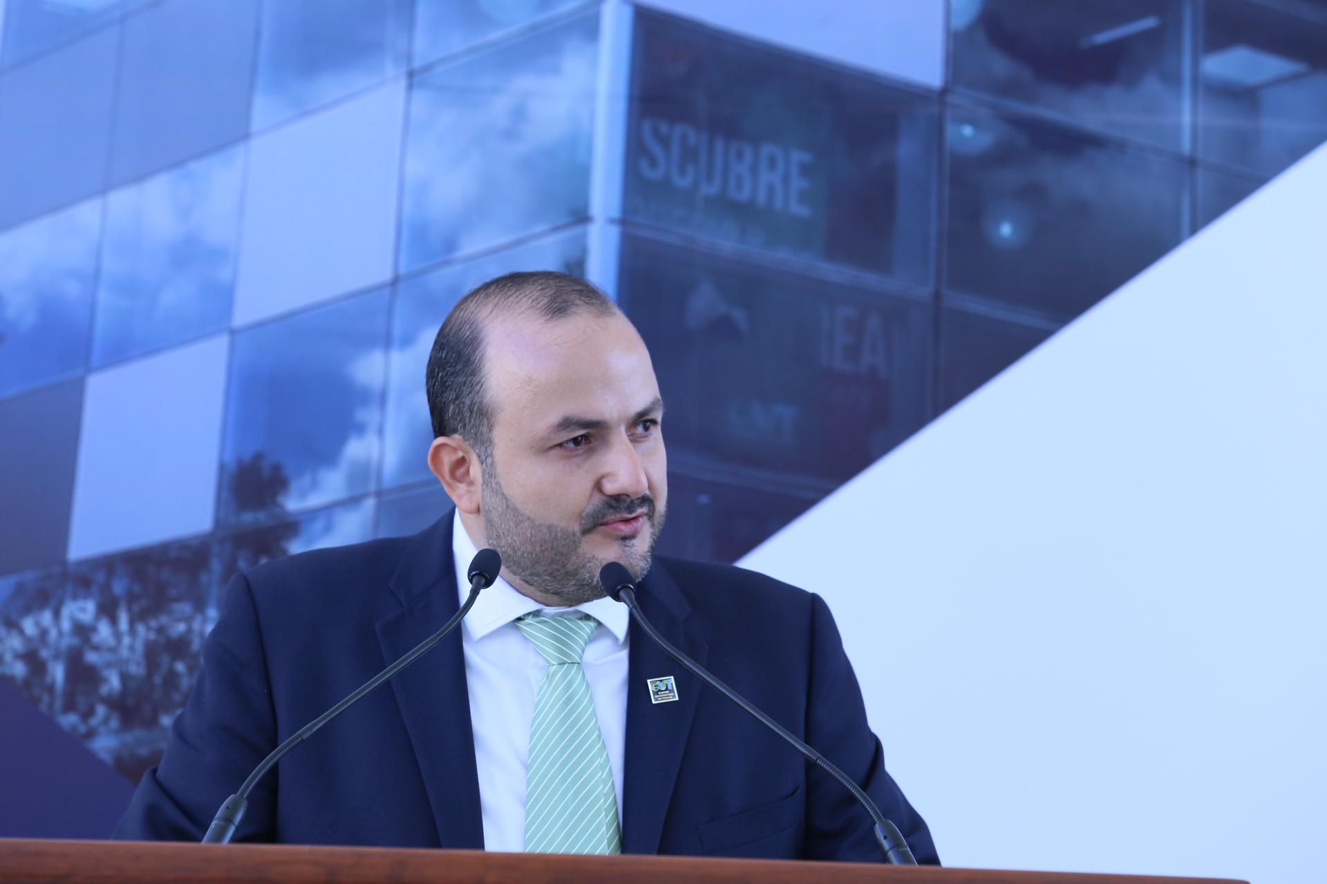 Rector Ricardo Villanueva Lomelí haciendo uso de la palabra